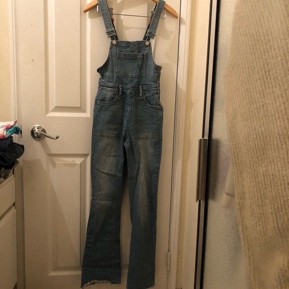 3542a1ff68c Kendall   Kylie Denim - Light-Wash Flare Jegging Overalls